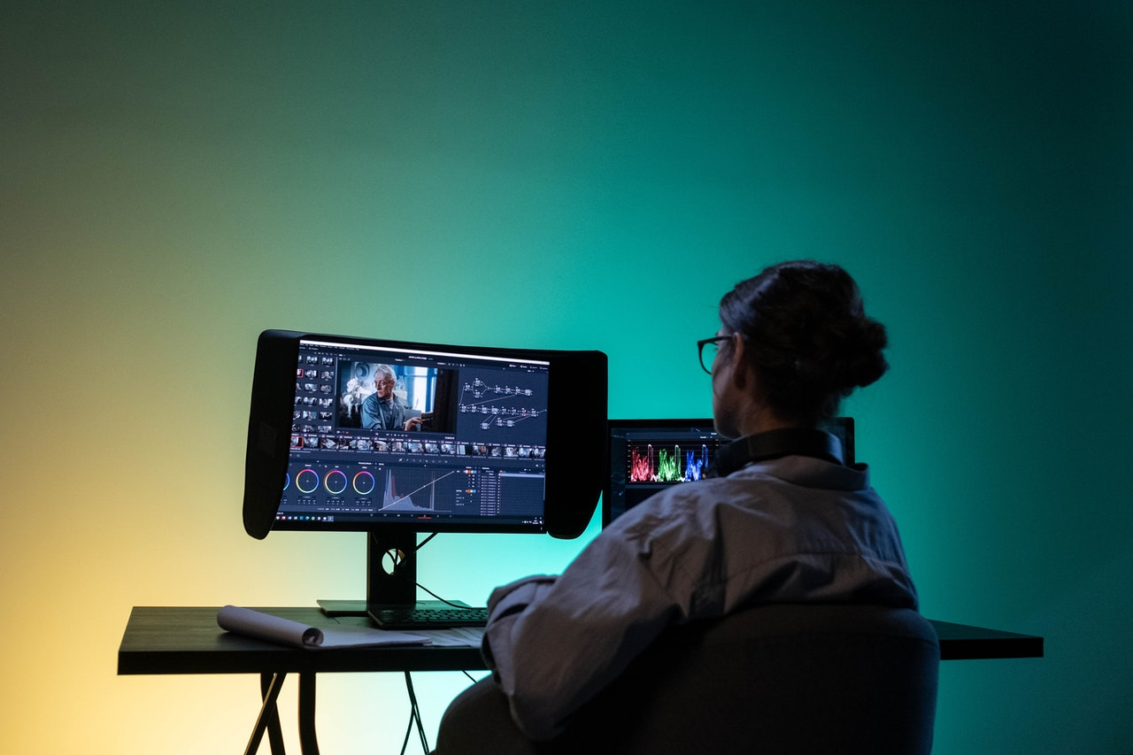Tentang Profesi: VIDEO EDITOR